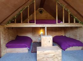 Bell Tent Glamping, luxury tent in Southampton