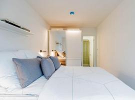 Außergewöhnliches Luxus-Apartment direkt an der Spree - Extraordinary luxury apartment right at river side, accessible hotel in Berlin