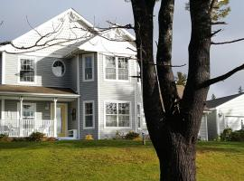 20 Acre Woods Bed and Breakfast, hotel in Ingonish