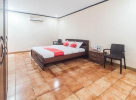OYO 1688 Collin Beach Hotel, hotel di Ambon