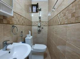 luxurious apartment 10 min from city center AC TV CCTV camaras, apartment in Ngambo