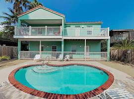 New Listing! Shoreside w/ Pool - 1 Block to Beach Duplex, apartment in South Padre Island