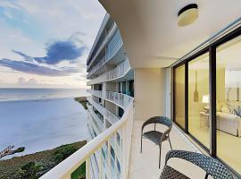 Chic High-Rise w/ Gulf Views, Pool & Hot Tub condo, apartment in Marco Island