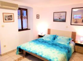 Apartment with 2 bedrooms in Medulin with wonderful sea view enclosed garden and WiFi 900 m from the beach, appartement in Medulin