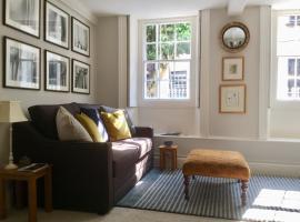 Fabulous Apartment in Historic House in St Aubin, apartment in Saint Aubin