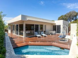 The Sanctuary: Stunning. Hot tub spa + Linen, hotel in Blairgowrie