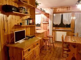 Apartment Via Sauze D'Oulx, hotel a Oulx