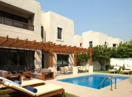 Dubai Creek Club Villas, hotel in Dubai