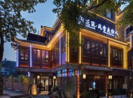 Floral Hotel Fengxue Yeguiren, отель в городе Фэнхуан