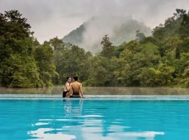 Home Phutoey River Kwai Hotspring & Nature Resort, resort in Sai Yok