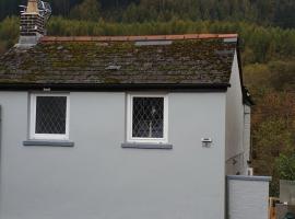 Riverside cottage, hotel in Treherbert