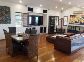 Stonehaven with private pool, hotel in Airlie Beach