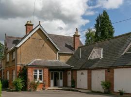 The Garden House B&B, hotel near Leigh Delamere Services M4, Grittleton