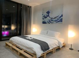 The corner bedroom, hotel in Nonthaburi