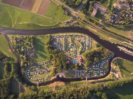 Camping De Koeksebelt, hotel dicht bij: Golf & Country Club Hooge Graven, Ommen