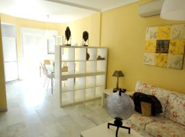House with 2 bedrooms in Rota with shared pool and enclosed garden 500 m from the beach, hotel en Rota