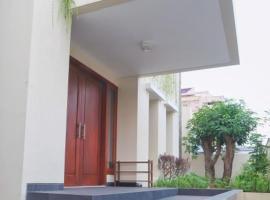 Large & Homey House in Surabaya, homestay di Surabaya