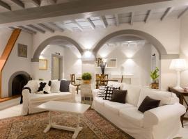 Elegant & stylish apartment city center, hotel con parcheggio a Firenze
