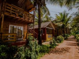 ROYAL TOUCH BEACH RESORT, hotel with pools in Morjim
