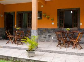 Pousada Hostel Raio de Sol - Ilha Grande, budget hotel in Abraão