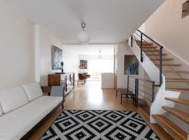 Maison - Appartement Paris Buttes Chaumont Jourdain, holiday home in Paris