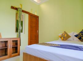 SPOT ON 2032 Kalyca Kos Family Syariah, hotel in Malang