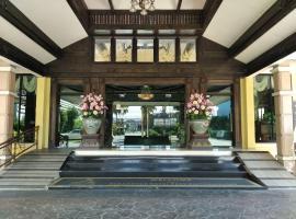 Ruean Phae Royal Park Hotel, hotel in Phitsanulok