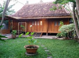 rumah566, guest house in Yogyakarta