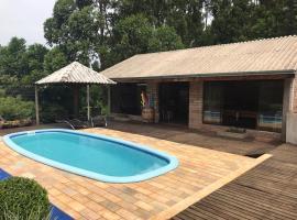 Chale Gramado Lazer e Piscina, cabin in Gramado