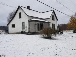 Cozy Country Farm Stay, holiday home in Fredonia