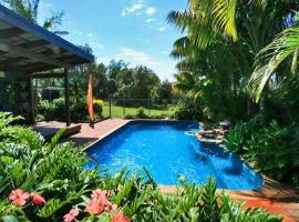 Illalangi - views, pool, walk to beach, hotel in North Haven