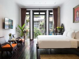 Centraltique Downtown - Bespoke Colonial House Near Hoan Kiem Lake, apartment in Hanoi