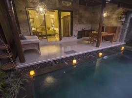 Dak House with Private Pool, villa in Ubud