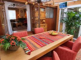 Knus chalet midden in de natuur en de rust., hotel in Wageningen