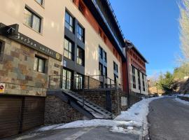 Apartamentos GHM Gorbea Suites, hotel en Sierra Nevada