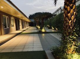 Kingston Resort, hotel in Kānpur