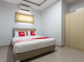 OYO 1949 Vrindavan Residence, hotel near Udayana University, Denpasar
