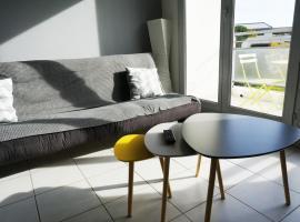 Joli appartement deux pieces, hotel in Saint-Chamas