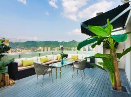 Chongqing H Sky High Riverview Hotel (Jiefangbei Shibati), hotel in Chongqing