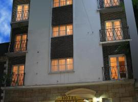 Hotel La Salle, hotel cerca de Mar del Plata Bar Association, Mar del Plata