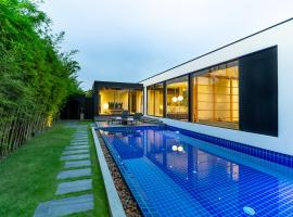 Villa Kuso by Holiplanet, hotel in Layan Beach