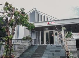 RedDoorz Plus @ Jalan Dr. Cipto Mangunkusumo Lampung, guest house in Lampung