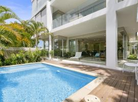 First Class Luxurious Apartment on Noosa River - Unit 1 Wai Cocos, 215 Gympie Terrace, hotel in Noosaville