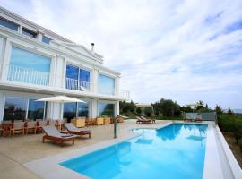 The Mansion, hotel with pools in Heraklio Town