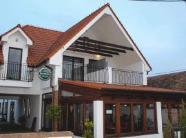 Il Galeone hotel, hotel v destinaci Stupava
