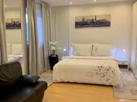 Casa Nataliya, via tampori 8 6503 Bellinzona, hotel in Bellinzona