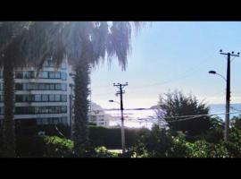 Casa vista al mar a pasos de la playa, hotel en Algarrobo