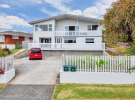 Fabulous Three Bedroom Home In Pakuranga, budget hotel in Auckland