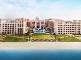 Simply Comfort - Private Sarai Apartments, Beach, Pool, Gym, appartement à Dubaï