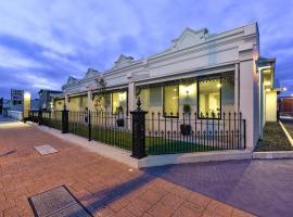 Aloha Central Premium Studios: Mount Gambier, Mavi Göl yakınında bir otel